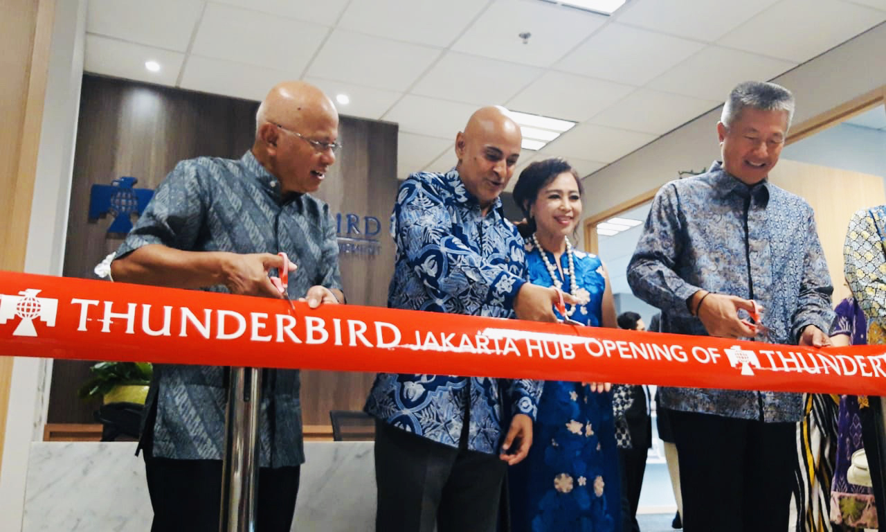 Thunderbird Director General & Dean, Dr. Sanjeev Khagram (center), cuts the ribbon for new hub office in Jakarta, Indonesia with alumni, Jimmy Masrin (right) and Hilmi Panigoro (left)